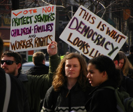 Madison, Wisconsin, USA – 2-16-11 – People carrying signs on grounds of the Wisconsin state capital protesting the bill to balance the state budget.                                  Redakční