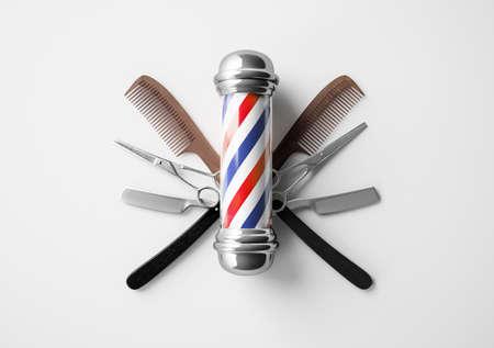 Szyld fryzjerski z koncepcją projektową tła brzytwy i nożycowe. Zdjęcie Seryjne