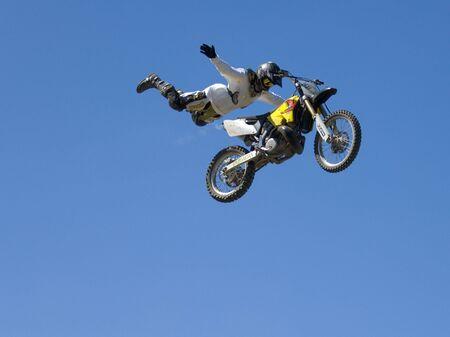 stunts: FREESTYLE MOTORE CROCE 01 Archivio Fotografico