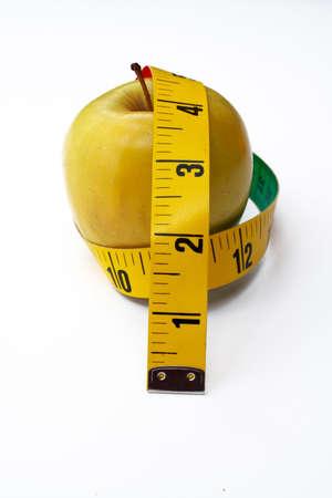 pomme jaune: Apple jaune avec un ruban � mesurer  Banque d'images