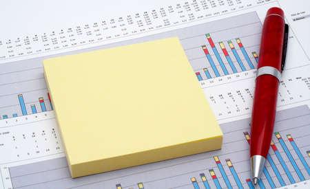 ertrag: Hinweise und Stift auf das Ergebnis Diagramm Hintergrund