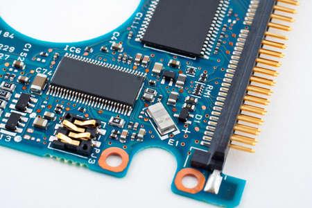 circuito electronico: Circuito electr�nico en el fondo blanco Foto de archivo