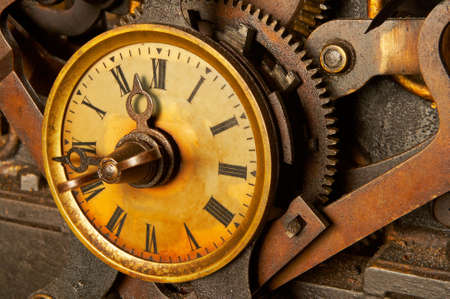 rueda dentada: La maquinaria del reloj viejo y sucio. Dof Bajo