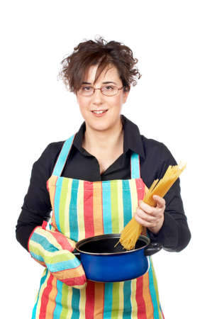 introduces: Housewife in apron who introduces a spaghetti uncooked in the blue pan
