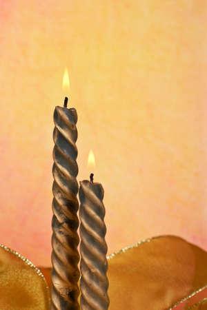 composition vertical: Due candele su sfondo di colore, composizione verticale