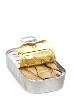 sardinas: Abrir lata de sardinas con suave sombra sobre fondo blanco
