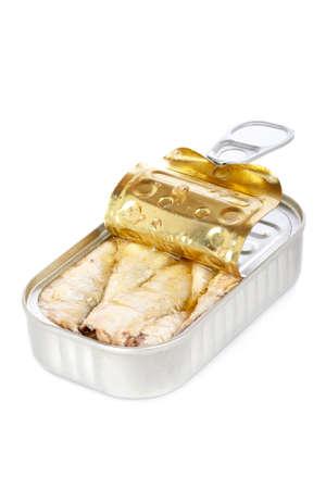sardine: Aperto stagno di sardine con morbida ombra su sfondo bianco. Profondit� di campo