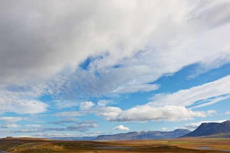 strata: Vista dal Borgarvirki, antica fortezza di strati di basalto tra Vesturhop e Vididalur, Islanda del Nord