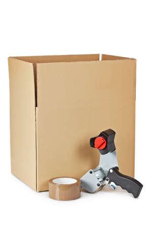 dispense: Dispensador de cinta de embalaje y env�o de cuadro aislado sobre fondo blanco  Foto de archivo