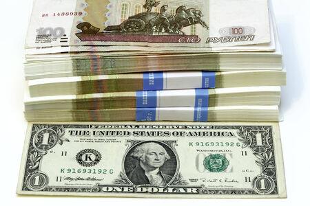 dolar: paquete de cien rublos se�ala a uno Dolar