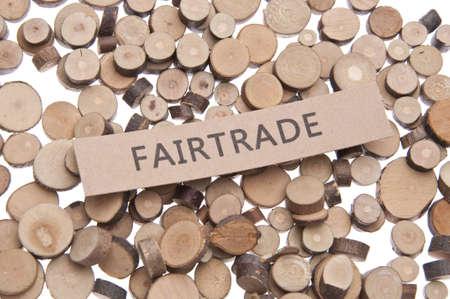 deforestacion: Concepto de comercio justo con el comercio justo de palabras y Tree Stumps.