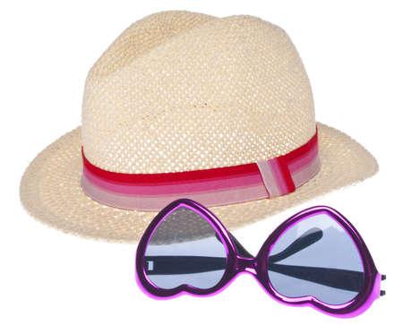 Zomer mode Concept met een Trendy hoed en zonne bril geïsoleerd op wit. Stockfoto