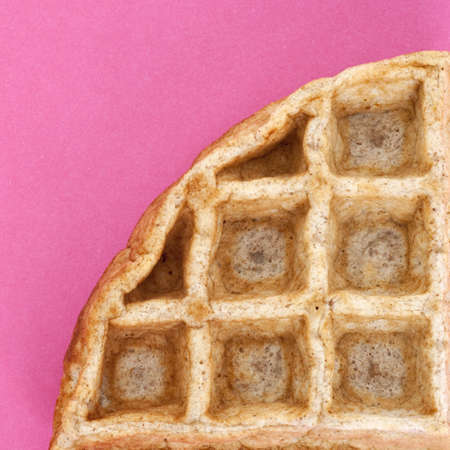 close up food: Wafel dicht voedsel concept op levendige roze.