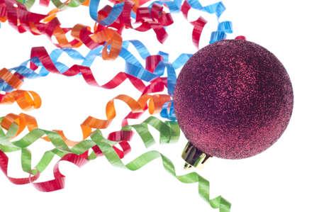 깃발 및 빨간색 Bauble 장식 휴일 파티 개념.