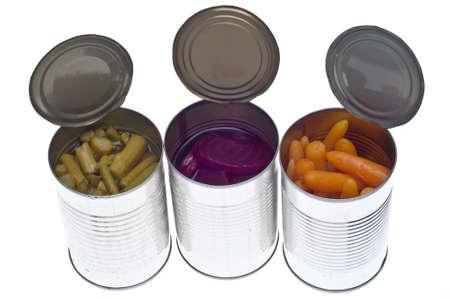 esparragos: Variedad de verduras predefinidos en latas como esp�rragos, zanahoria y Beets aisladas en blanco.