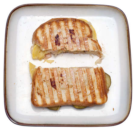 スカッシュとズッキーニ白で隔離されるスライス野菜サンドイッチ