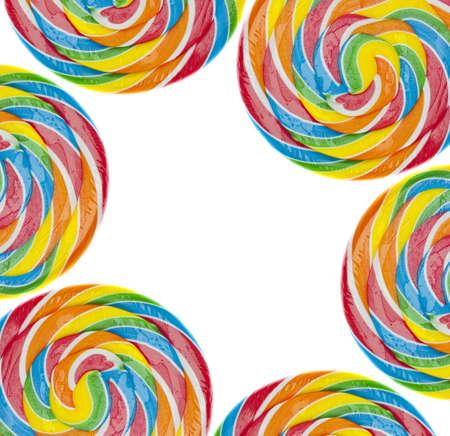 paleta de caramelo: Arco Iris Lollipop fondo en concepto de Candy color blanco. Foto de archivo