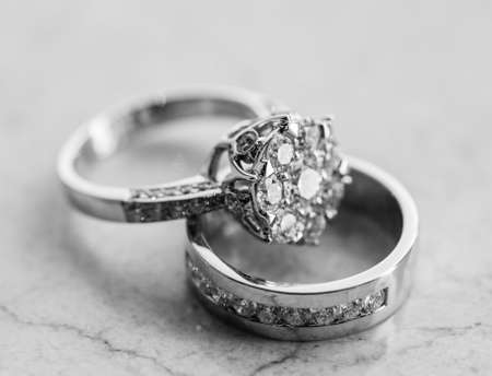 diamond shape: The engagement ring set