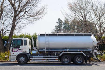 tanque de combustible: Carro con el dep�sito de combustible Foto de archivo