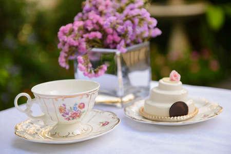 plato de comida: lugar elegante en el t� de la tarde en el jard�n