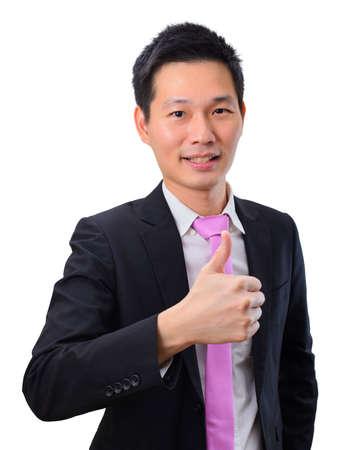 Retrato de hombre de negocios asiático guapo con el pulgar hacia arriba