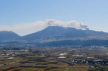 Landscape view of mountain Aso nakadake volcano with smoke at Kumamoto, Japan Banco de Imagens