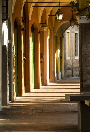 Typical Italian alley of the city of Modena, in the Emilia Romagna. Imagens