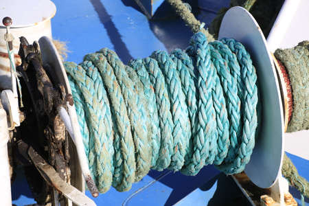 rope used in the ship for traking in the dock