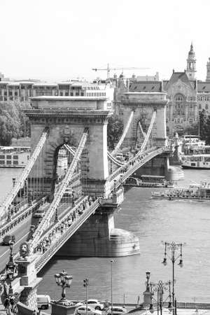 Budapest, Hungary, 29.04.2018: The beautiful Chain Bridge in Budapest, crossed by the Danube river Stockfoto - 151084917