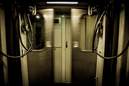 Train doors closing quickly frontally Banco de Imagens