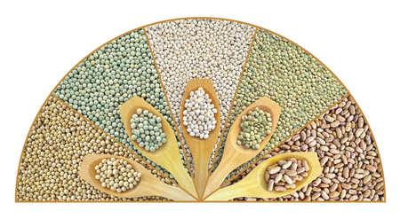 legumbres secas: Collage de lentejas secos, guisantes, frijoles de soya, frijoles con cuchara de madera Foto de archivo