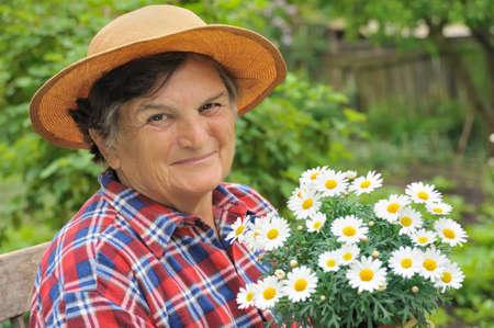 one senior adult woman: Mujer Senior de jardiner�a