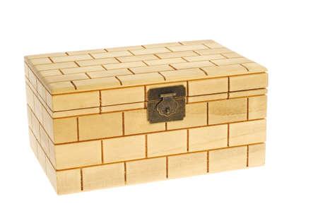 balsa: Gesloten houten doos geïsoleerd op witte achtergrond
