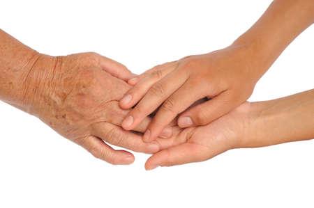 apoyo familiar: Manos de las mujeres j�venes y mayores - ayudando concepto de mano