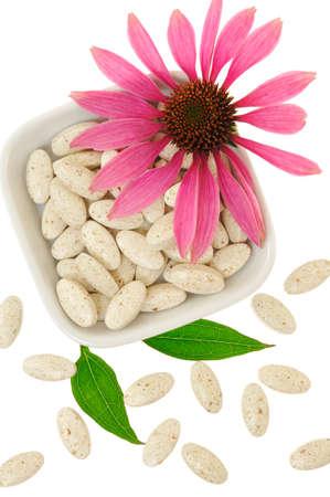 echinacea purpurea: Pillole di estratto di Echinacea purpurea, concetto medicina alternativa Archivio Fotografico