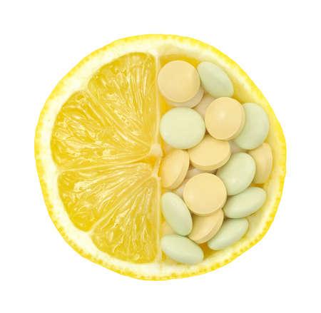 vitamina a: Primer plano del concepto de lim�n y pastillas de vitamina aislado - la vitamina C