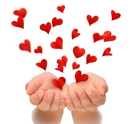 alzando la mano: Corazones del vuelo de las manos ahuecadas de mujer joven, D�a de San Valent�n, d�a de San Valent�n feliz, concepto de amor, aislado en fondo blanco