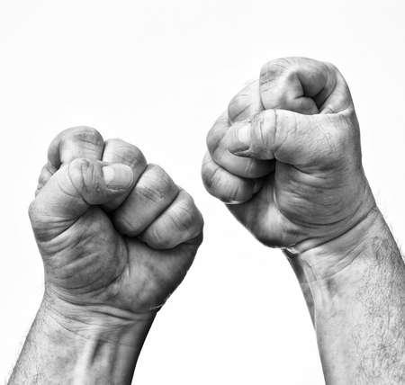 puÑos: Dos puños cerrados que muestran la tensión y la rabia. Foto de archivo