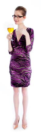 traje de gala: Mujer caucásica atractiva que llevaba un vestido de noche en su 30 aislado en un fondo blanco Foto de archivo