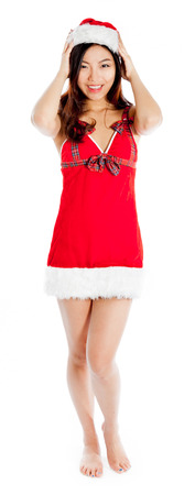흰색 배경에 고립 된 그녀의 20s에 매력적인 섹시 산타 클로스 아시아 여자