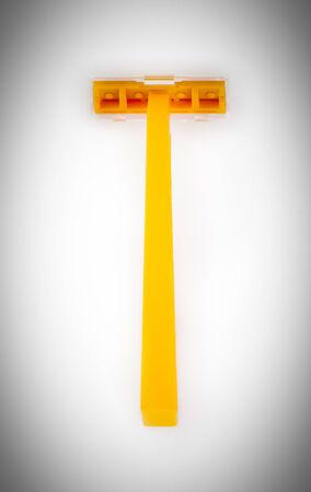 Arancione rasoio usa e getta isolato su uno sfondo bianco Archivio Fotografico - 26521027
