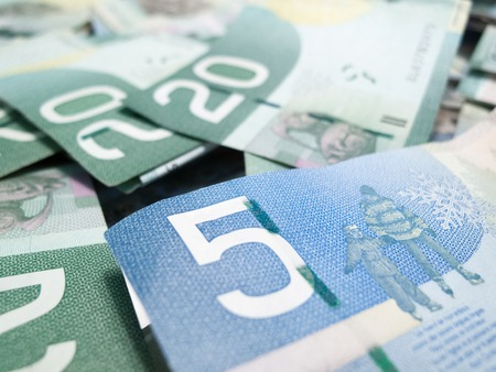 Full frame of Canadian money and focus on five Canadian dollar bill Foto de archivo