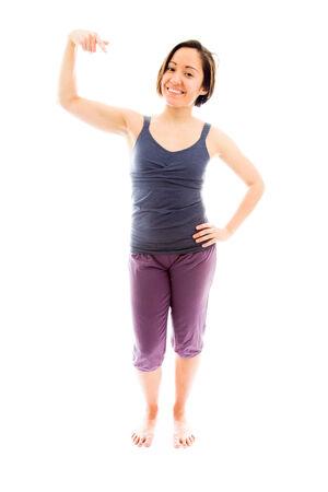 Jeune femme debout avec sa main sur la hanche et pointant Banque d'images - 29396632
