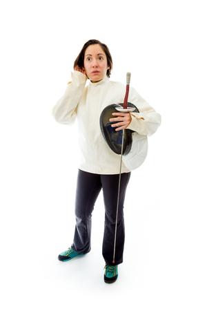 esgrimista: Tirador mujer tratando de escuchar Foto de archivo