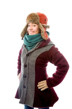 mani sui fianchi: Giovane donna in vestiti caldi e in piedi con le braccia akimbo Archivio Fotografico