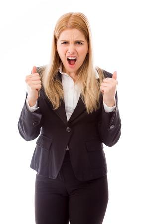 puños cerrados: Grito de la empresaria en la frustración