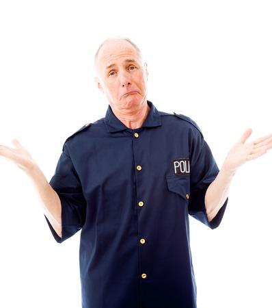 Politieagent weet niet wat te doen op een witte achtergrond Stockfoto
