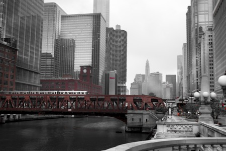 Train crossing a bridge in a city, Lake Street Bridge, Chicago River, Chicago, Cook County, Illinois, USA 2011-10-13 10:14:38 AM 報道画像