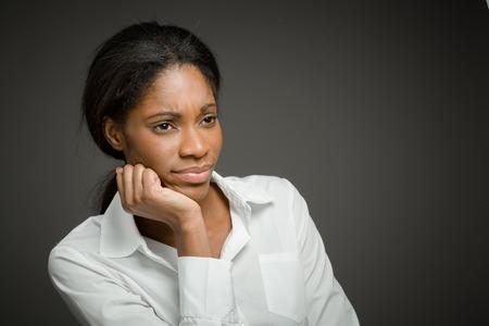 mujeres africanas: Aislado Modelo aburrimiento deprimida Foto de archivo