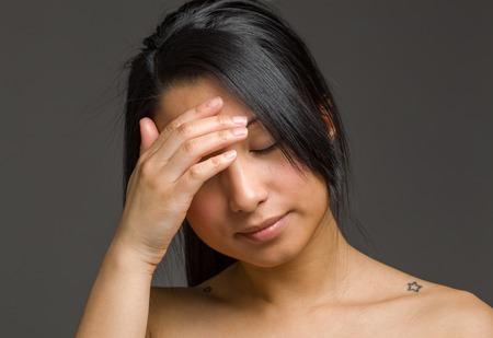 Model ondergedoken gezicht schaamte Stockfoto